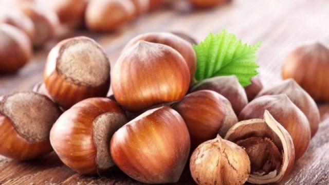 Koľko kalórií je v lieskových orieškoch 1 kus, koľko kusov denne môžete  jesť, koľko lieskových orechov váži bez škrupiny