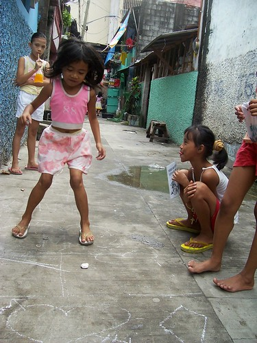 young girls playing a piko, traditional game, street scene  Philippines Buhay Pinoy  Filipino Pilipino  people pictures photos life Philippinen  hopscotch bata larong