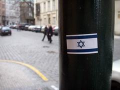 MENOR%C3%81%2C+SHOFAR%2C+TALIT+Y+BANDERA+DE+ISRAEL+EN+UN+NEGOCIO+DE+JERUSALEM.-