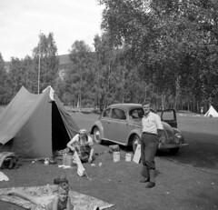 56 Vg (YlvaS) Tags: old camping norway vintage volkswagen norge photo picture tent photograph 1950s 50s vwbeetle 1953 vintagevehicle outdoorlife fordon folkvagn vg tlt femtiotalet gammaltfotografi