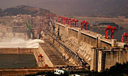La centrale des Trois-Gorges, en construction en 2006