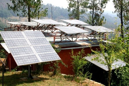 Solar panels in Uttaranchal - Photo : Barefoot Photographers of Tilonia