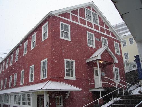 Casa en Sewell con la nieve cayendo
