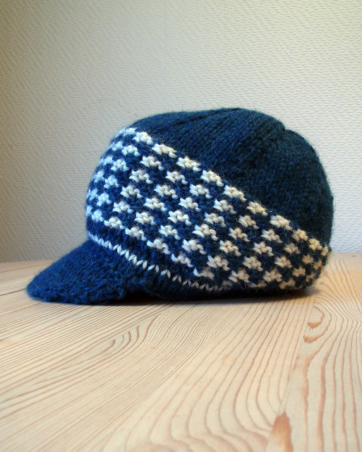 http://www.ravelry.com/patterns/library/hounds-tooth-cap