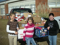 Students Bring Canned Goods to Help Others