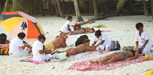 Alona Beach, Panglao, Bohol rural seaside beach massage masseuse  Pinoy Filipino Pilipino Buhay  people pictures photos life Philippinen