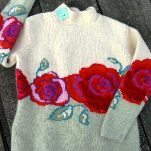 Wool rose pattern sweater