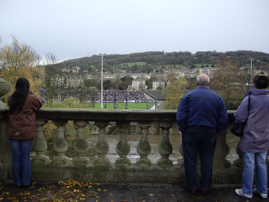 061125.03.Somset.Bath.GrandParade.Watching the Sat Game.accross Avon