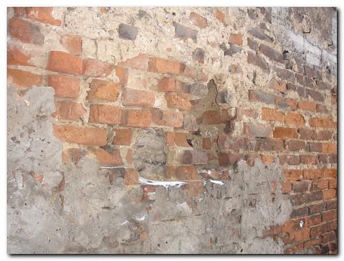 Żelazna 66 róg Krochmalnej - mur