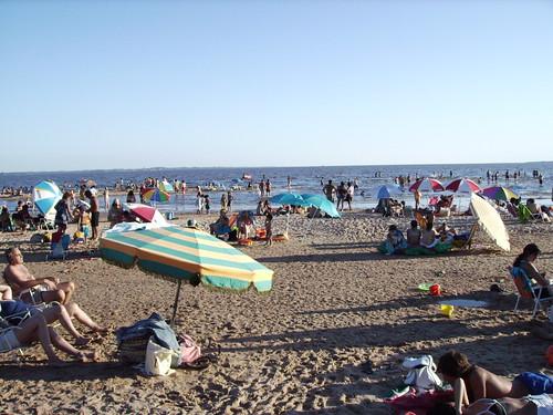 Zicht op het strand van Rio Uruguay