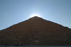 Giza: sole sopra la piramide