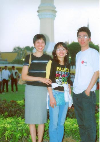 Vietnam delegates to Cambodia