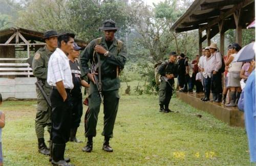 Policia Nacional Panama acosando a indigenas Nasos teribes del Bosque Protector de Palo Seco