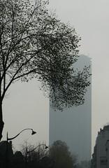 La Tour Montparnasse dans la brume
