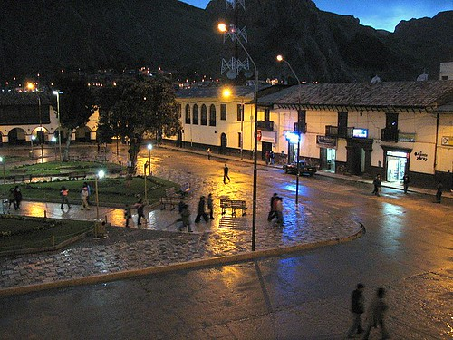 Plaza de Armas de Huancavelica, de noche 2