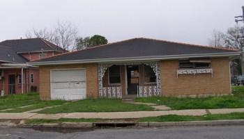 3201 Calhoun St