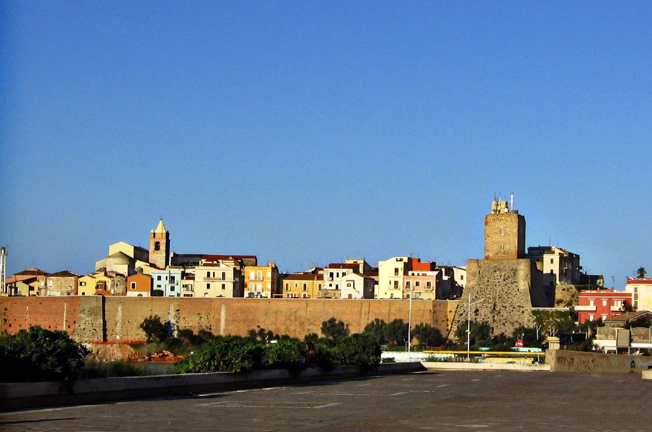 el Borgo Vecchio de Térmoli visto desde la playa