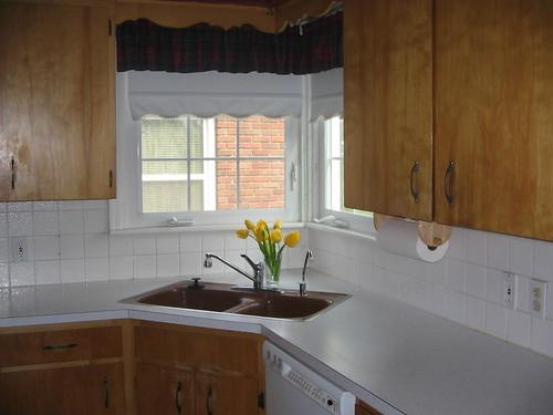 Aprovechar espacio en la cocina fregaderos en esquina for Cocinas pequenas como aprovechar el espacio