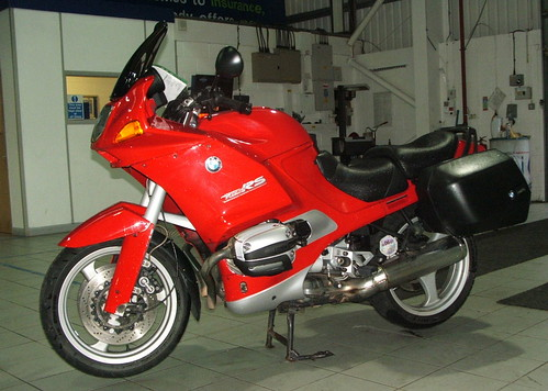 Picture of a red BMW R1100RS