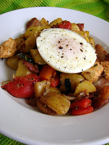 chicken, bacon & red pepper hash