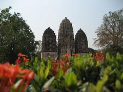 Tres stupas