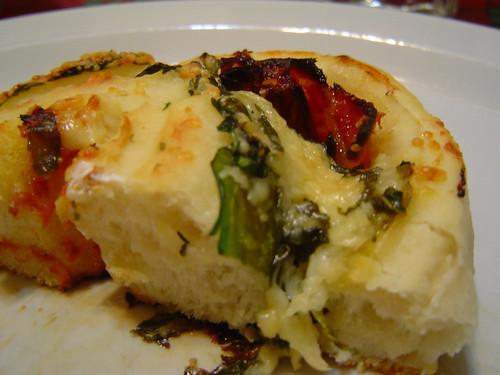 tomato-arugula roll