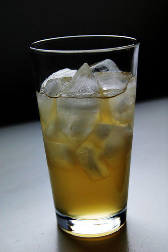 Mmmmm a picture of ginger ale and ice