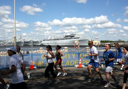 Runners near the Naval Yard finish of the 2007 Broad Street Run.