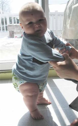 Khéna standing (4 1/2 months)
