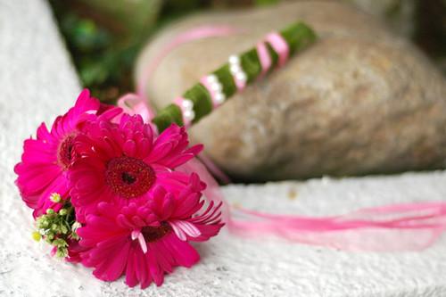 bunga tangan pink