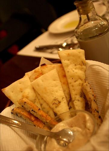 italian bread with dip