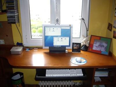 El escritorio de mi habitación tras instalar el Mac Mini