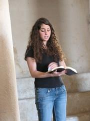Yasmine in 'Synagogue'_0732