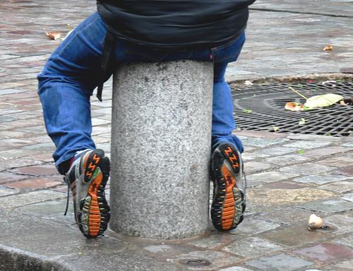 Bollard with feet
