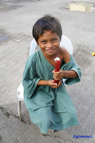 boy vendor candle cebu Pinoy Filipino Pilipino Buhay  people pictures photos life Philippinen  菲律宾  菲律賓  필리핀(공화�) Philippines