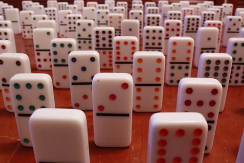 Un ejercito de fichas de domino