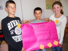 Kids Presenting Peace Plakat 4