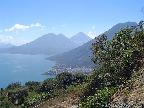 Los Volcanes, el Lago y San Pedro