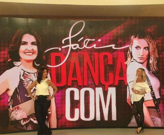 Fátima Bernardes quase cai no 'Encontro' ao dançar com Cláudia Leitte