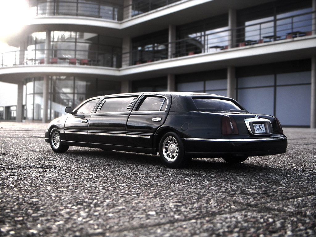 hight resolution of 1999 lincoln town car stretched limousine 1 18 diecast by sunstar paulbusuego tags