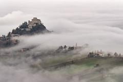 Rossena. Novembre e nebbia.
