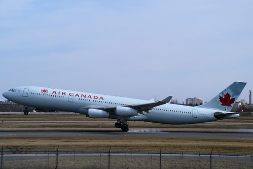 Air Canada A340 touching down in Toronto