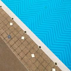 Geometric pool #swimingpool #piscina #puntaumbria #azul #geometría