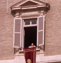 Pope blessing the crowd at St.Peters, Easter Sunday, March 27th 2005