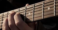 """Das Griffbrett. Die Griffbretter. Genauer: Das Griffbrett einer Gitarre. Über dem Griffbrett sieht man die Saiten. • <a style=""""font-size:0.8em;"""" href=""""http://www.flickr.com/photos/42554185@N00/33104350101/"""" target=""""_blank"""">View on Flickr</a>"""