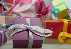 "das Geschenk • <a style=""font-size:0.8em;"" href=""http://www.flickr.com/photos/42554185@N00/18860986929/"" target=""_blank"">View on Flickr</a>"