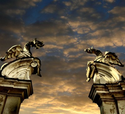 Two dragons... (the gate to the end) por Giampaolo Macorig