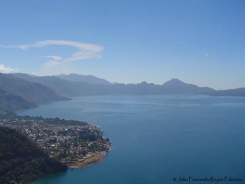 El Bello Lago de Atitlan