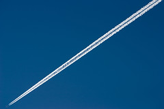 """CRW_3191: Contrail • <a style=""""font-size:0.8em;"""" href=""""http://www.flickr.com/photos/54494252@N00/8723926/"""" target=""""_blank"""">View on Flickr</a>"""