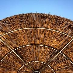 Simetría #sombrilla #umbrella #playa #beach #andalucía #españa #spain #marbella